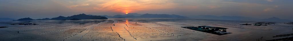 福建霞浦坐落于海峡西岸东北翼,有着长达480公里的海岸线,位居全省第一,滩涂面积全国最大,这为摄影提供了丰富的创作资源,春去秋来每一个